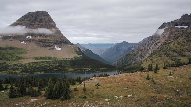 Beau parc national de glacier au montana, etats-unis