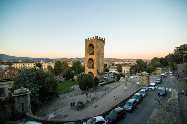 Beau paysage au-dessus, panorama sur la vue historique de la florence depuis la pointe piazzale michelangelo. heure du matin.