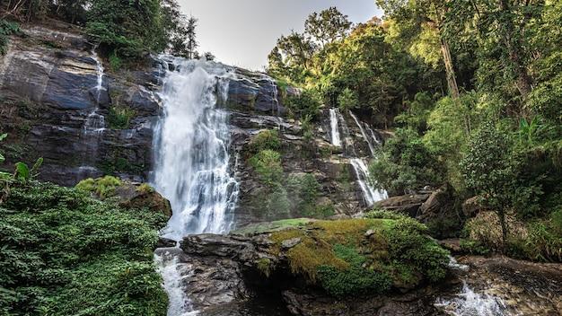 Beau paysage de la cascade de cliff creek
