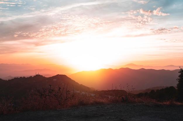 Beau paysage de coucher de soleil