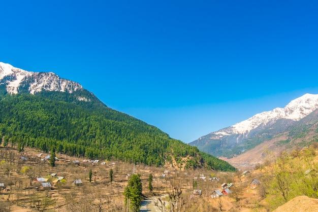 Beau paysage couvert de neige l'état du cachemire, en inde.