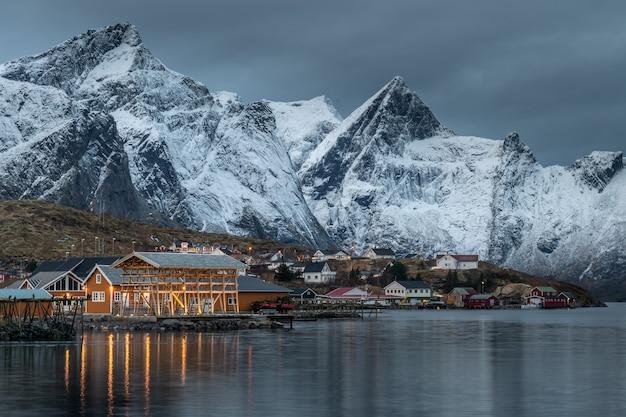 Beau paysage dans les îles lofoten en hiver, norvège