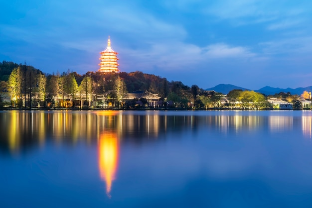 Le beau paysage du paysage et de l'architecture du lac de l'ouest à hangzhou