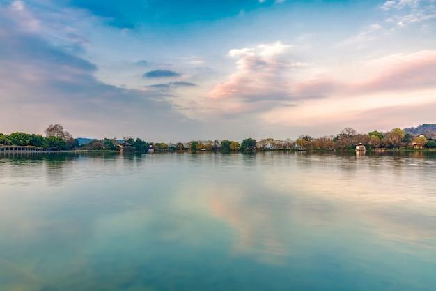 Beau paysage de lac