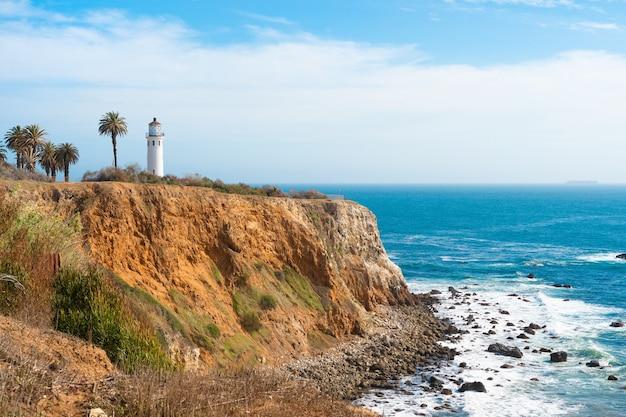 Beau paysage naturel sur la côte de los angeles au phare de point vicente