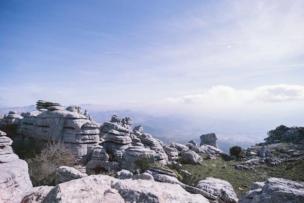 Beau paysage pierreux