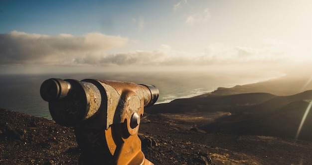 Beau paysage pittoresque depuis le point d'observation au sommet de la montagne