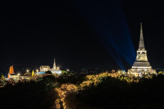 Beau paysage de temple sur la colline