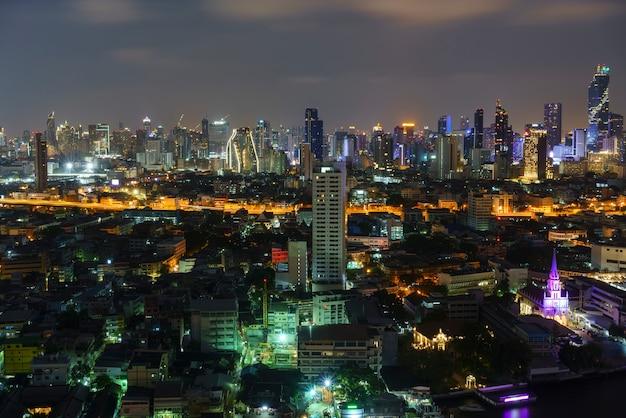 Beau paysage urbain de bangkok dans la nuit, thaïlande