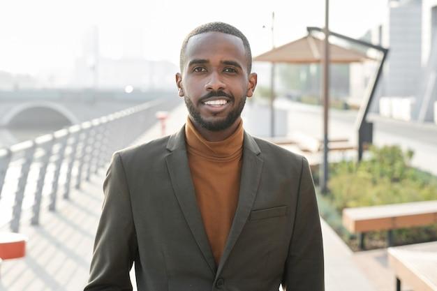 Beau portrait de gestionnaire afro-américain