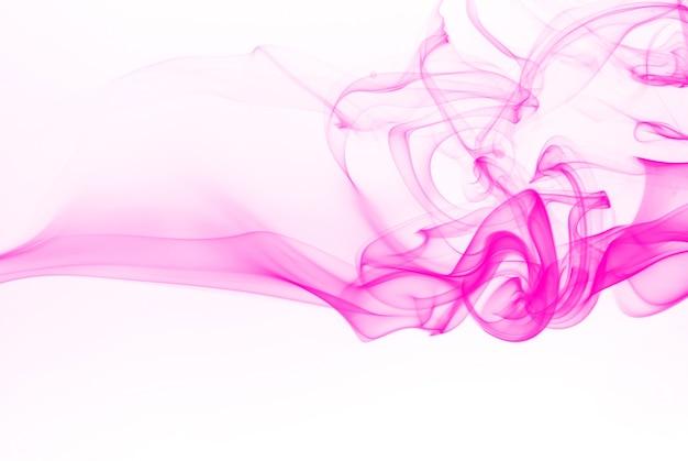 Beau rose fumée abstraite sur fond blanc