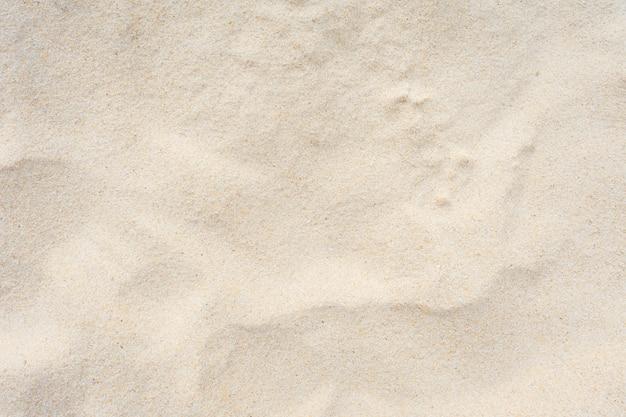 Beau sable de fond.