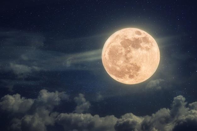 Beau satellite lunaire dans l'espace lointain stellaire. fond d'écran de l'espace
