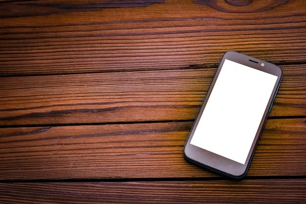 Beau téléphone sur une table en bois