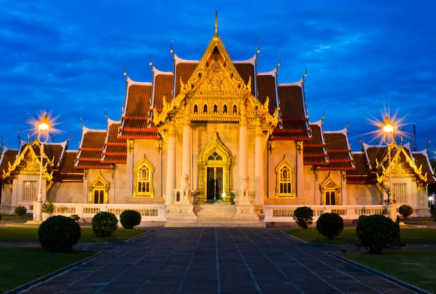 Beau temple de marbre en thaïlande