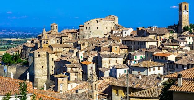 Beau village médiéval en toscane, italie