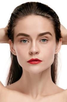 Un beau visage féminin.