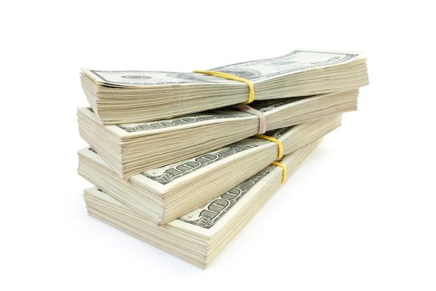 Beaucoup d'argent isolé sur fond blanc