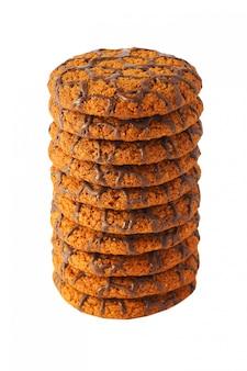 Beaucoup de biscuits au chocolat isolés.