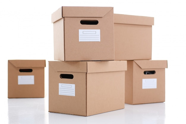 Beaucoup de boîte en carton de couleur kraft.