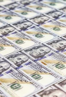 Beaucoup de fond d'argent. billets en dollars. taux d'inflation. crise économique. ã â¡dã©valuation de la monnaie. entreprise prospère. gros plan, flou artistique.