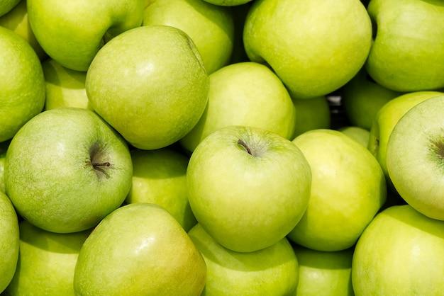 Beaucoup de fond de pommes vertes mûres savoureuses fraîches
