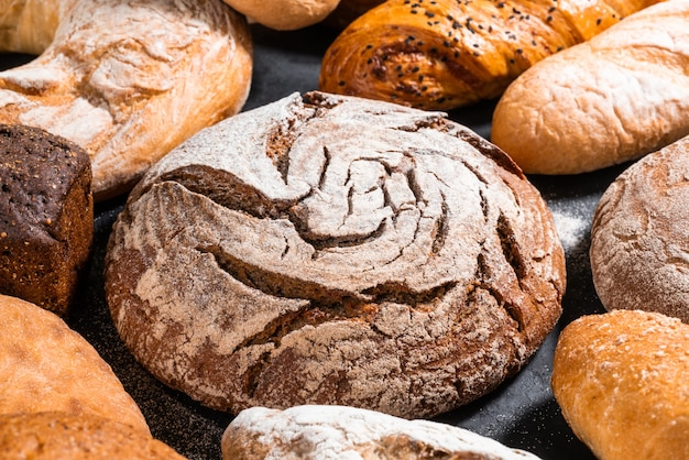 Beaucoup de gros plan de pain différent
