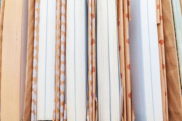 Beaucoup de livres piles.