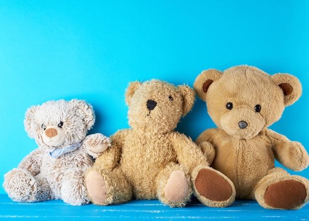 Beaucoup d'ours en peluche