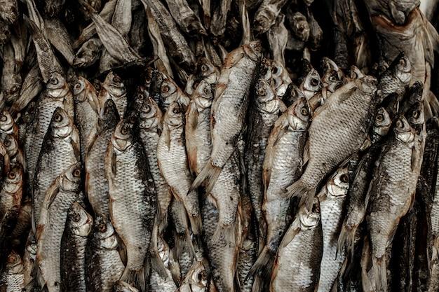 Beaucoup de poisson sec
