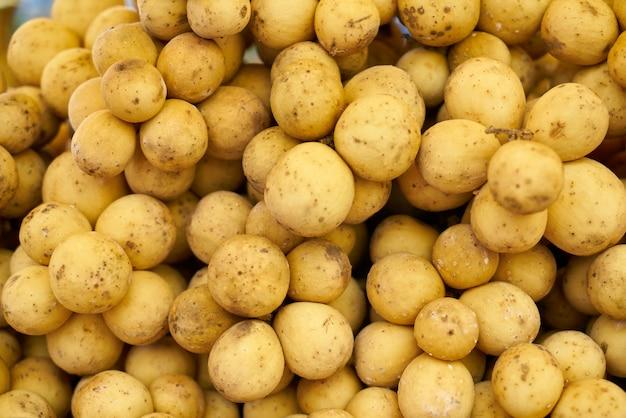 Beaucoup de pommes de terre ensemble