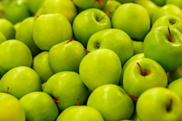 Beaucoup de pommes vertes mûres