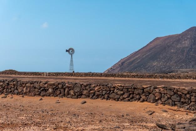 Beaucoup de sécheresse à las salinas de lobos sur l'isla de lobos, à côté de la côte nord de l'île de fuerteventura, îles canaries. espagne