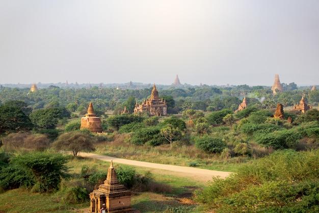 Beaucoup De Temples De Bagan Au Myanmar Photo Premium