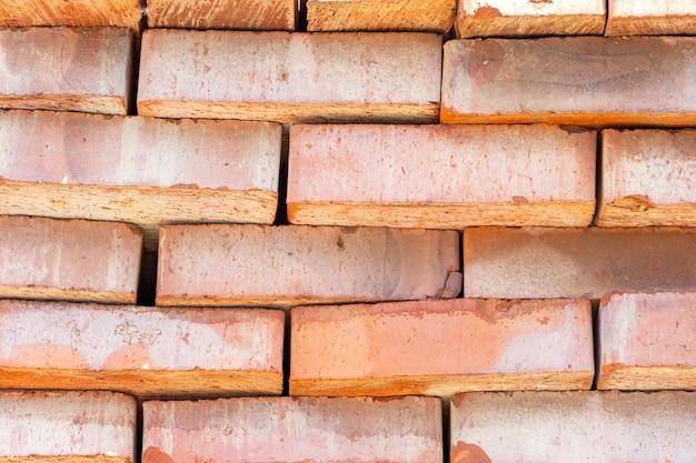 Beaucoup de toile de fond de briques en céramique rouge à la construction, chantier