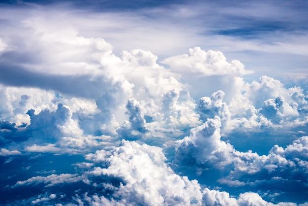La beauté du nuage est abondante.