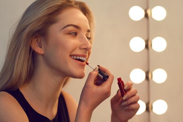 Beauté femme se maquiller
