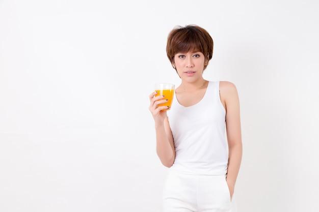 Beautifulyoung asie femme avec des aliments sains.