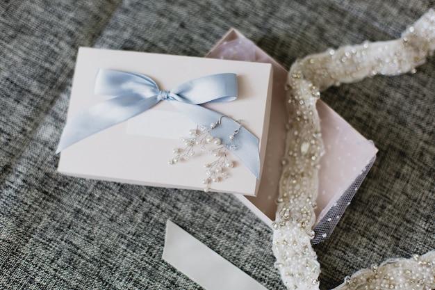 Beaux bijoux et coffrets cadeaux