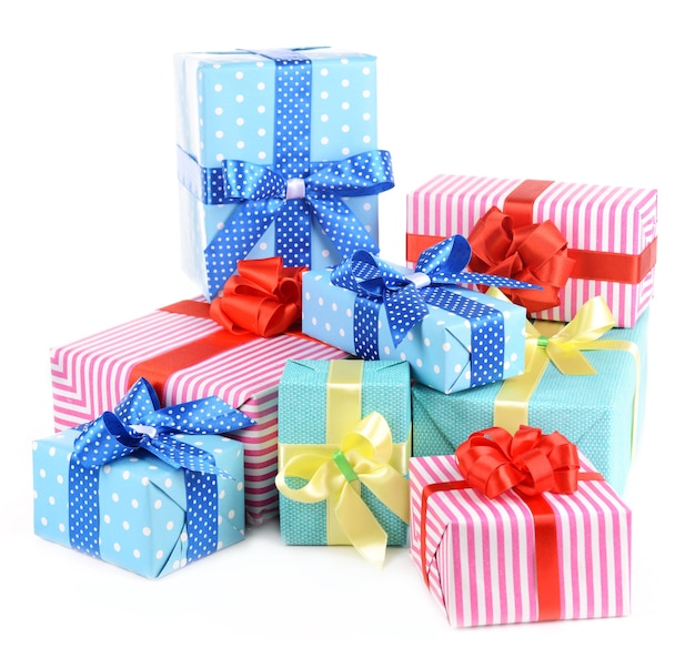 Beaux cadeaux isolés sur blanc