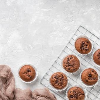 Beaux et délicieux muffins au chocolat au dessert