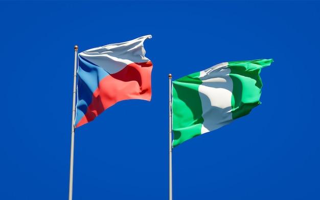 Beaux drapeaux d'état national du nigéria et de la république tchèque ensemble sur ciel bleu
