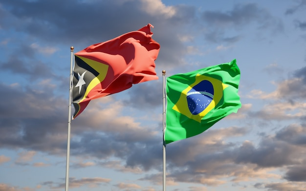 Beaux drapeaux d'état national du timor oriental et du brésil ensemble sur ciel bleu