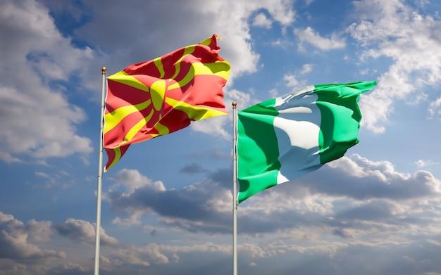 Beaux drapeaux d'état national de la macédoine du nord et du nigéria ensemble sur ciel bleu