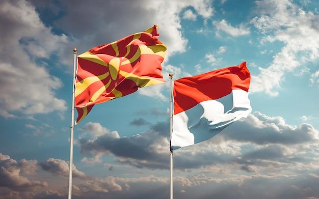 Beaux drapeaux d'état national de la macédoine du nord et de l'indonésie ensemble sur ciel bleu