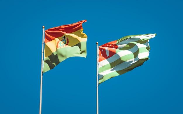 Beaux drapeaux nationaux de l'abkhazie et de la bolivie ensemble