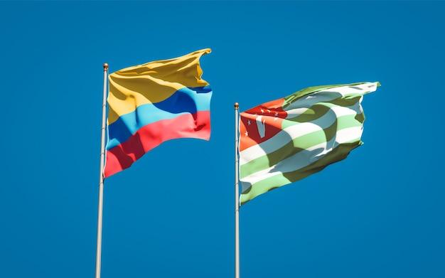 Beaux drapeaux nationaux de l'abkhazie et de la colombie ensemble