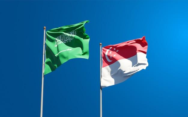 Beaux drapeaux nationaux de l'arabie saoudite et de singapour ensemble