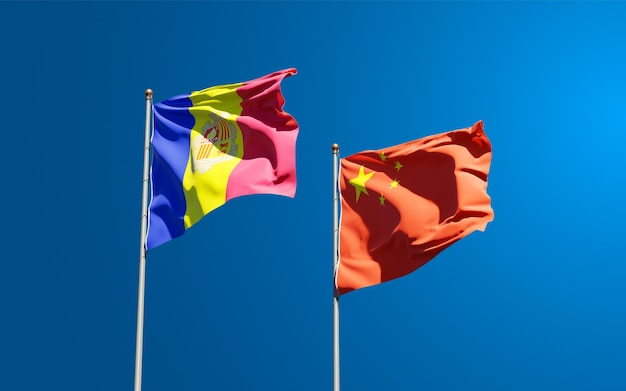 Beaux drapeaux nationaux de la chine et d'andorre ensemble au ciel