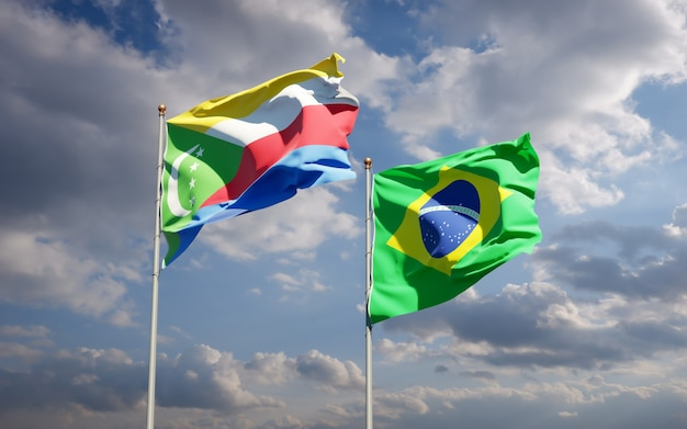 Beaux drapeaux nationaux du brésil et des comores ensemble sur ciel bleu